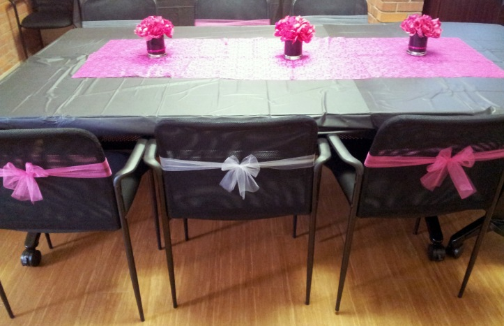 Simple vases filled with flowers and a lace runner made a qute table. Tulle bows tied around the chairs left an inexpensive lasting impression.