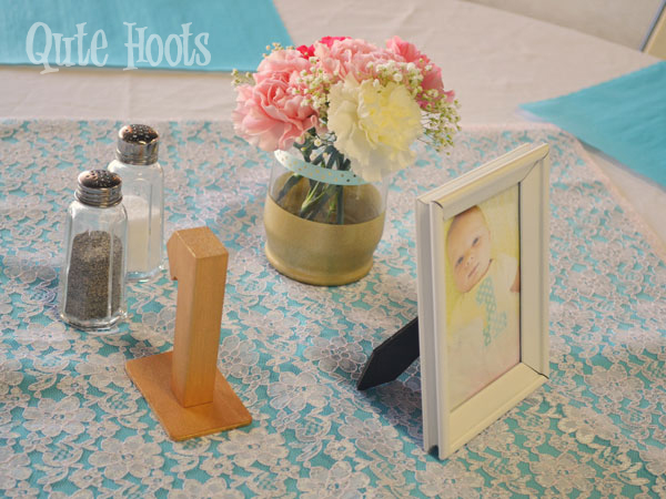 Pink Aqua Gold table decor
